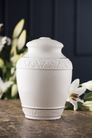 BELLEEK IRISH CELTIC KNOT URN (B#819)