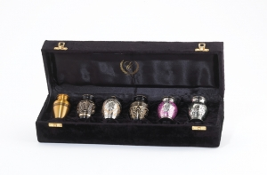 #06   --  6 Keepsake Urns with Velvet Case